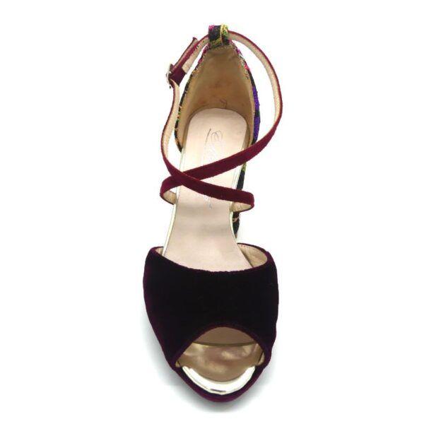 sandalia de tiras cruzadas