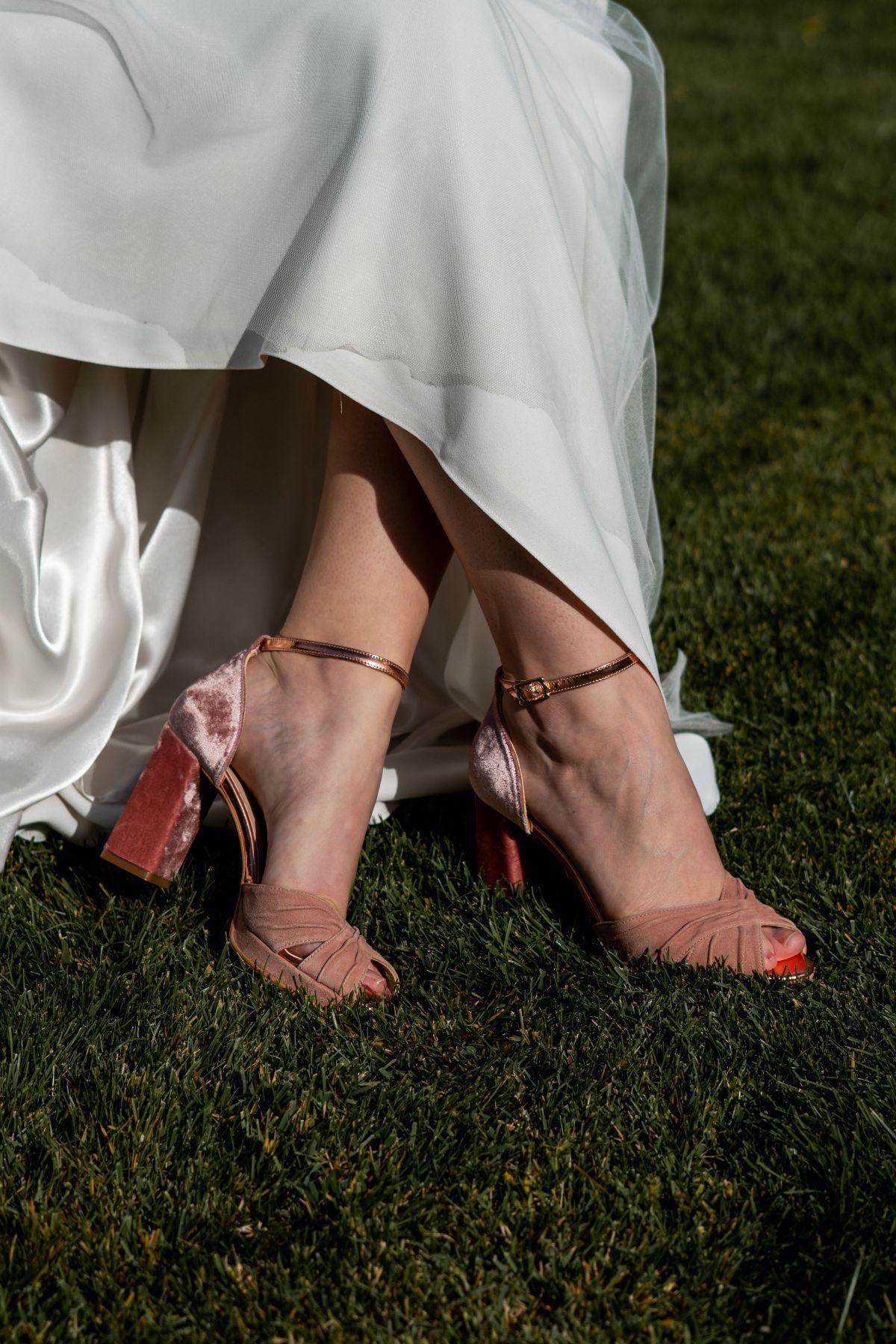 Sandalia terciopelo rosado